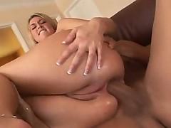 Babe Tiffany Rayne gets an anal creampie