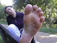 Toe spread in the park