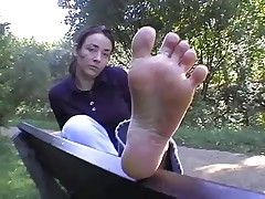 Toe spread in the park