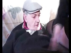 Papy veut voir leur tite culotte