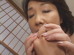 Older japanese mommy want cumm!!