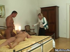 She catches her man and mommy making out together