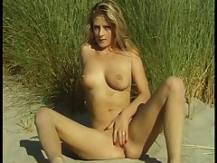 Masturbation on the beach  (just-drew)