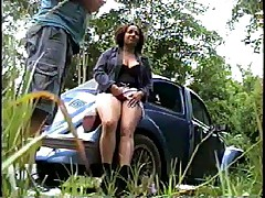 Crisputinha trepando no mato-4