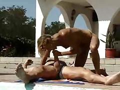 Stieftochter beim Pool gefickt
