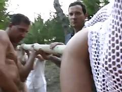 Holzpfahl im Arsch