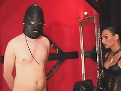 Mistress gives a slave a hot session