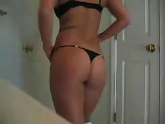 Perfect Body Chick Teasing On Webcam