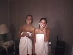 2 Girls Shower