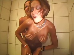 2 Girls Shower
