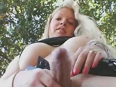 TV-Vicki outdoors