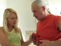 Blonde wichst den Riemen CFNM 5