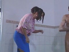 Anastassia wird im Bad gefickt