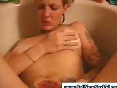 Homemade Video Of Amateurs Play With Her Pussy In The Bathroom