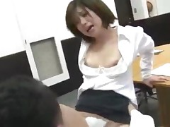 Office Lady In Pantyhose Sucking Guy Getting Her Pussy Fucked..