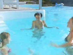 Three Chicks Sucking Lucky Guy In Pool