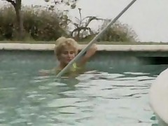 Pussy Eating In The Pool