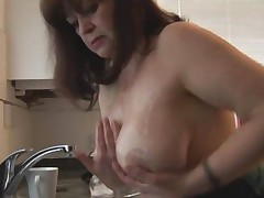 Busty Hairy Mature Babe In Pantyhose Gets Her Clothes Wet