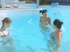 Three Girls Sucking Lucky Guy In A Pool