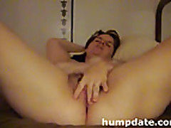 Cam: Chubby babe toying her pussy and masturbating