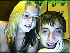 Cam: Amateur college couple get busy on webcam