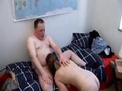 Hausfrauen allein zu Hause 12