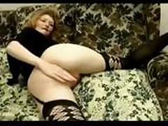 Slut fisting herself