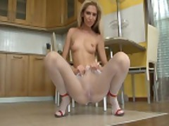 Piss- Blonde piss in pantyhose