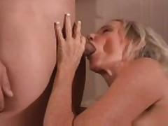 MILF hottie 32