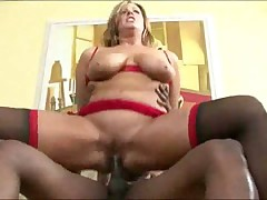 Mature having interracial sex with her boyfriend