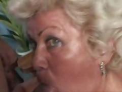 Granny Plays Fingers and Fucks xLx
