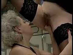 Piss-Fisting maid
