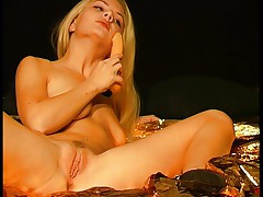 Blonde on gold 1