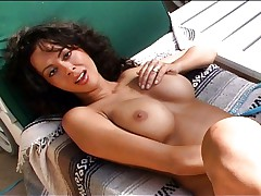 Latin pussy rubbed outdoors