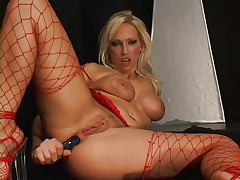 Nikki Hunter rides her dildo