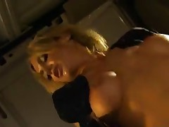 Jessie Summers fucks in a van