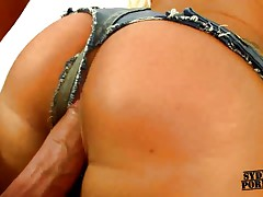 Hot babe in jeans thong gets fucked