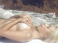 Priscila Prado fucking by the sea