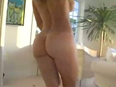 Latin MILF Monique Fuentes With Luscious Ass