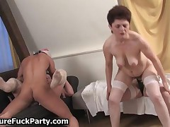 Thick Mature Mom Gets Fucked Hard In Her Tight Wet Pussy By MatureFuckParty