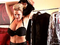 Cassandra Calogera And Kelly Madison - Red Carpet Muncher