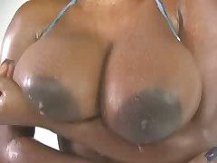 Jada Fire shows off her hot body