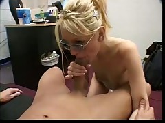Yellow-haired Cum Guzzler Receives A Facial Cumshot