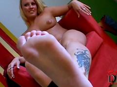 Busty beauty Viktoria Blonde loves her sexy body