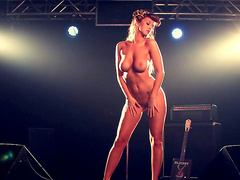 Leanna Decker is posing on the shaft like a pin-up model