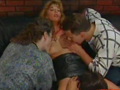 Retro double penetration with a spicy blonde