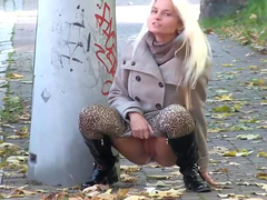 Public pissing adventures for kinky girls