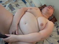 Luise is fukcing her very fat vagina