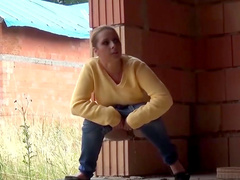 Great scenes with girls pissing in outdoors