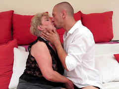 Granny Lady Bella fucks in her hairy hole